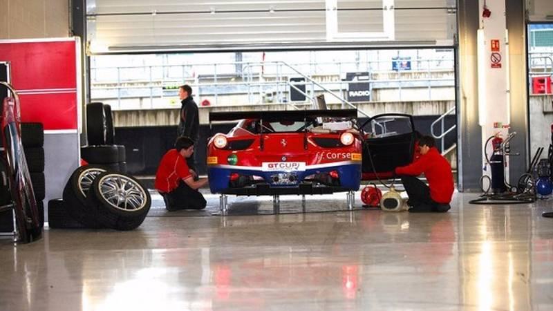GT Cup – Cinque equipaggi Ferrari in pista a Donington Park